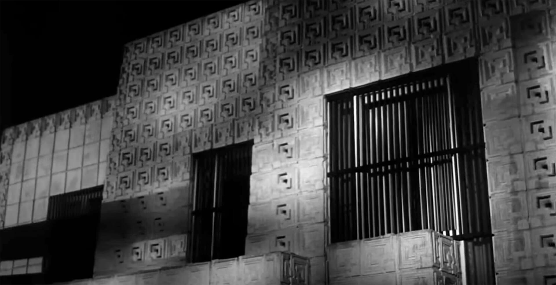 Бетонные блоки с майянским орнаментом