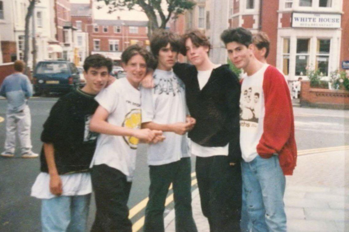 "Иен Браун с фанатами Stone Roses... но ""there's always someone, somewhere..."", так сказать."