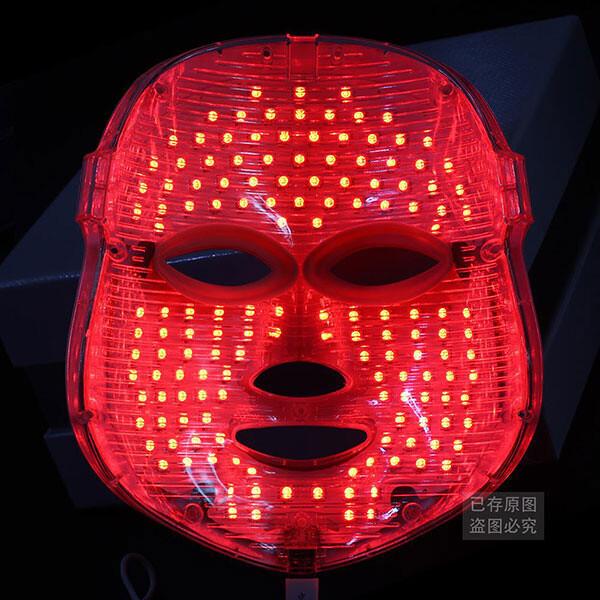 Светодиодная маска Alibaba LED, способствующая «омоложению лица» и «удалению морщин».