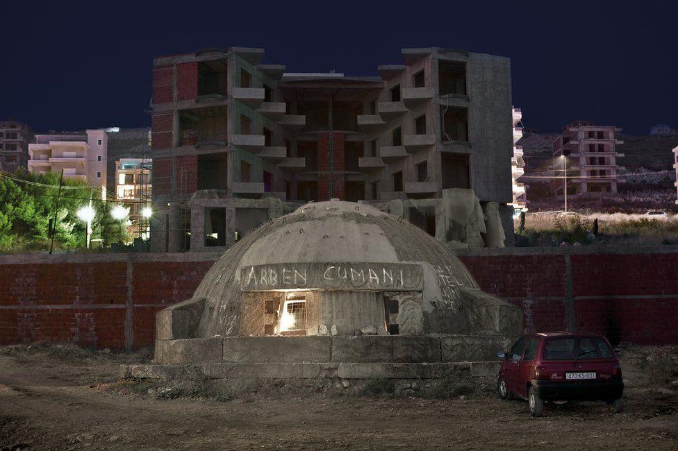 Наследие эпохи Ходжи. В наше время многие бункеры превращены в часовни, магазины и даже отели