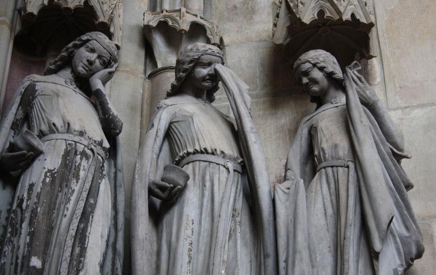 Разумные и неразумные девы. Скульптура в Магдебургском соборе.