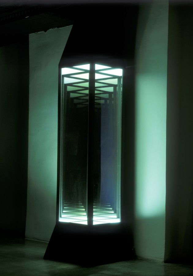 Иван Чуйков. Аппарат для наблюдения пустоты и бесконечности 2001 – 2008. Источник: Ovcharenko.art