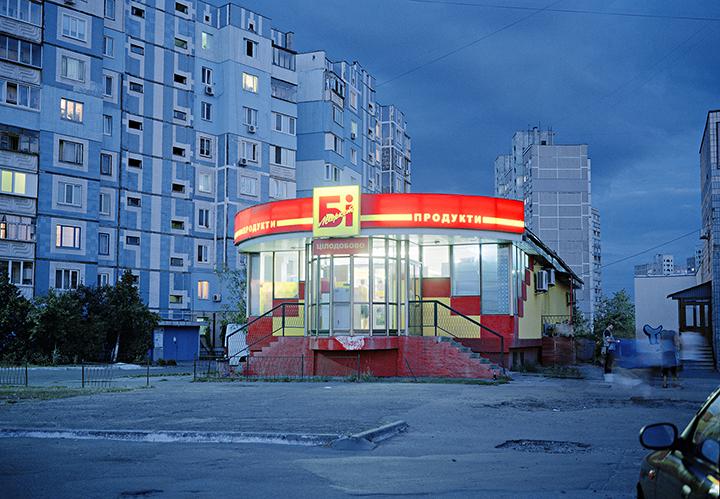«Ночной магазин», из серии «Яркость» (2012)