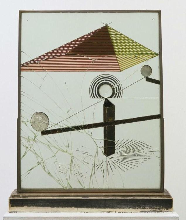 Марсель Дюшан. Смотреть (с другой стороны стекла) одним глазом, вблизи, около часа, 1918, живопись, масло, лист серебра,