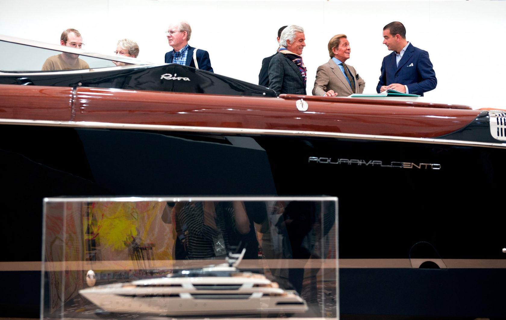 Кристиан Янковский «Лучшее искусство на воде» (2011). Вид инсталляции на ярмаркеFrieze, Лондон. Источник: christianjanko