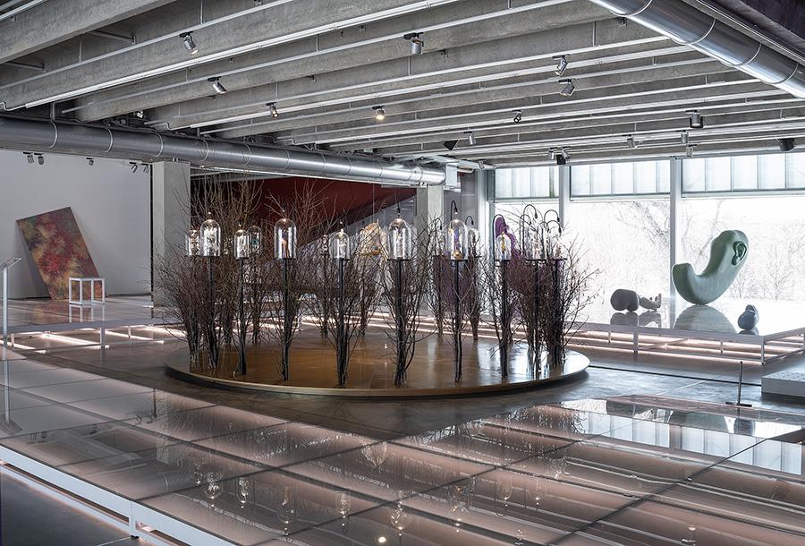 Выставка «Выбирая дистанцию: спекуляции, фейки, прогнозы в эпоху коронацена». Фото: музей «Гараж»