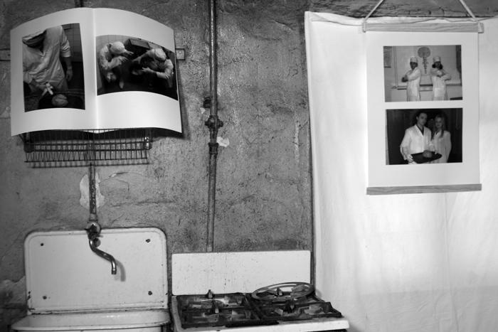Фрагмент выставки в галерее-лаборатории SOSка. Харьков. 2005 // Фото: «Художественный журнал»