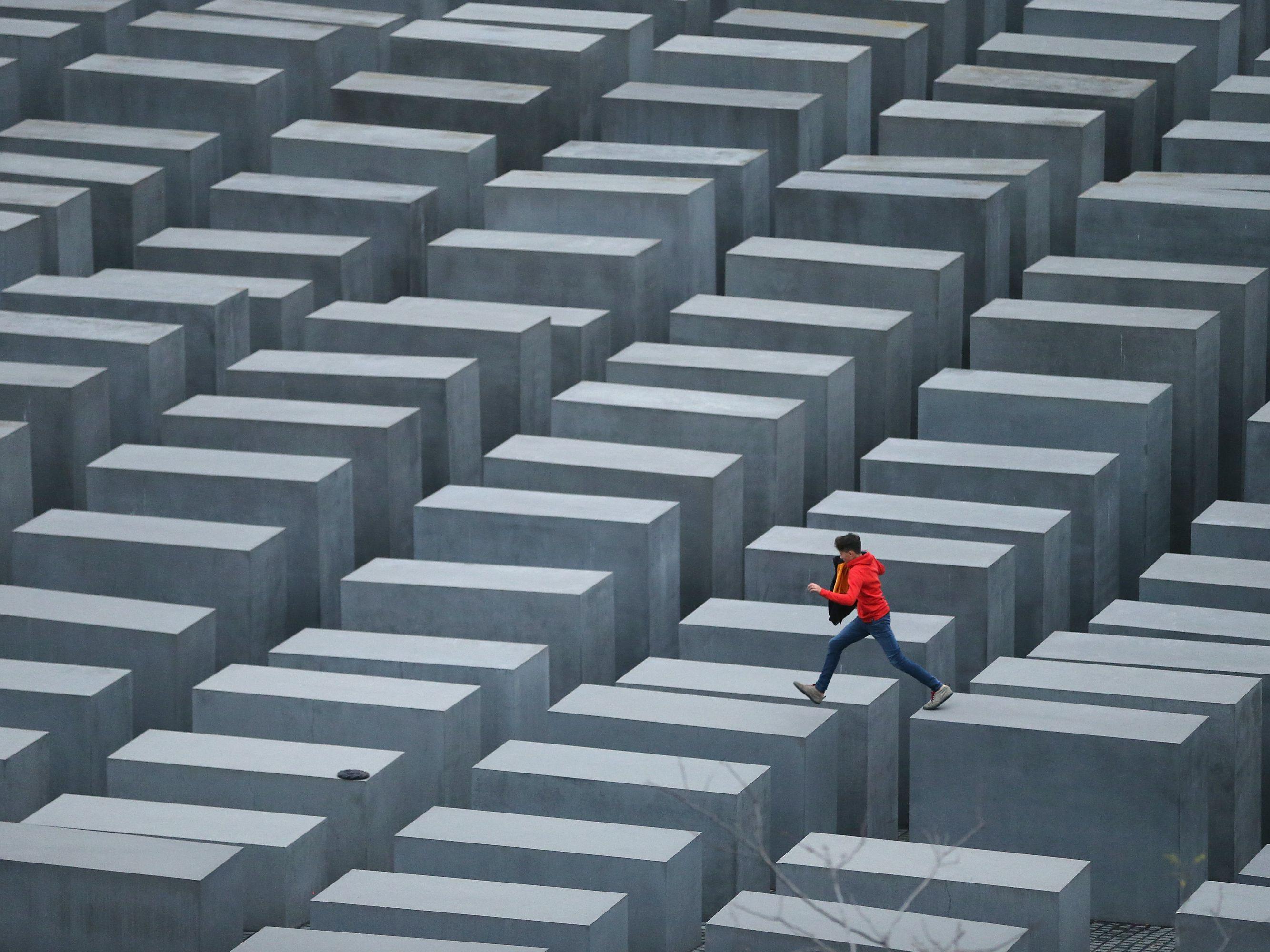 Мемориал жертвам Холокоста в Берлине. Архитектор Питер Айзенман. 2005 г.