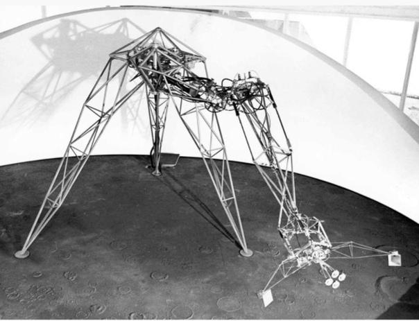 Эдвард Игнатович, «Senster», 1970 год. Фото: www.senster.com.Название робота происходит от английских слов sensitive и m
