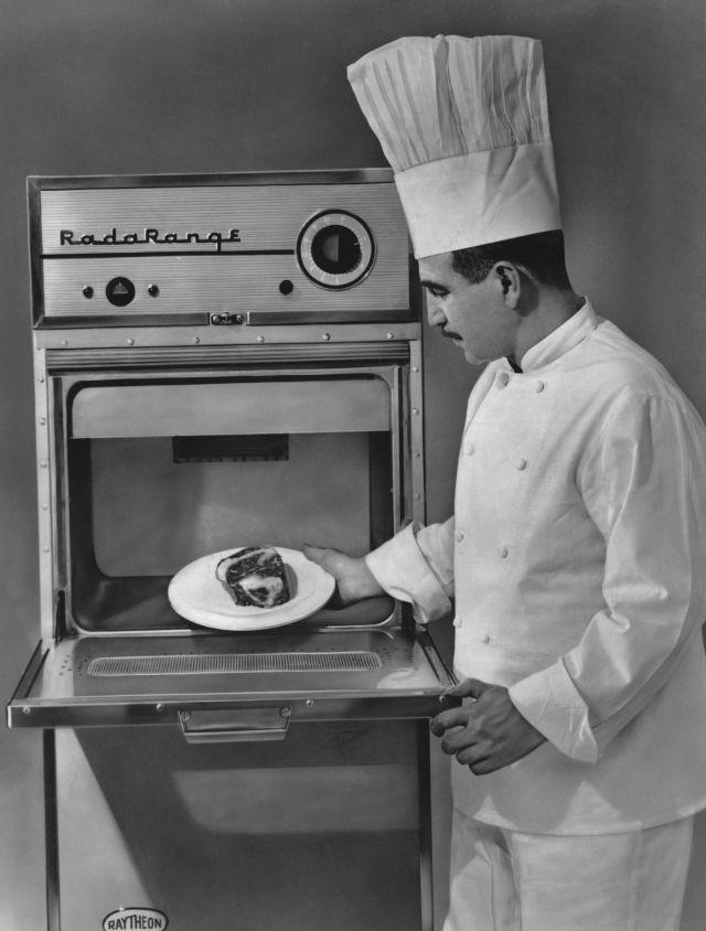 «RadaRange» - первая микроволновая печь на коммерческом рынке. Getty Images