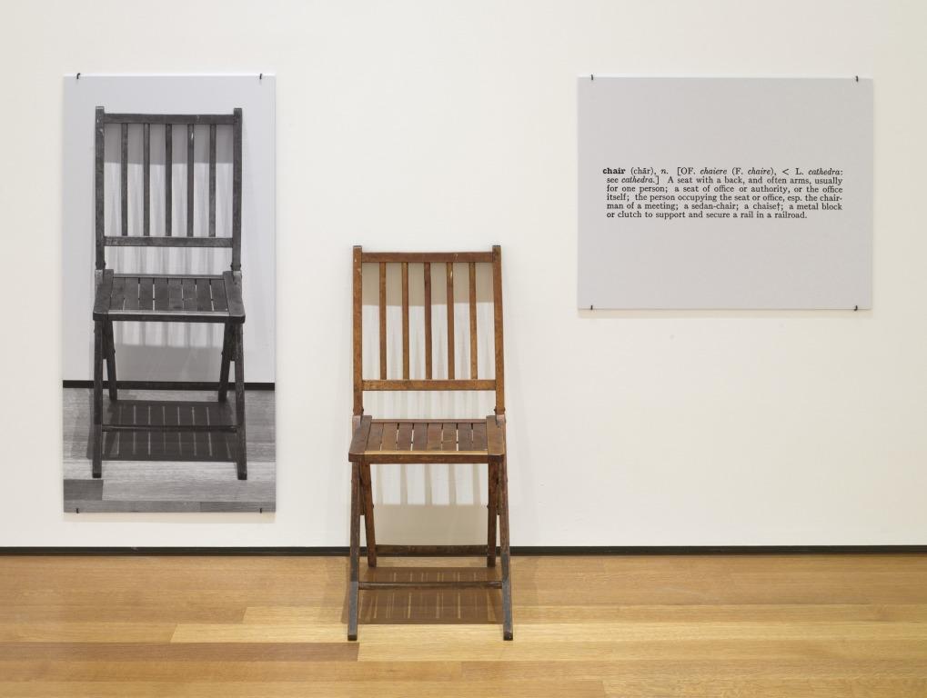 Пример концептуального искусства – инсталляция «Один и три стула» (Джозеф Кошут, 1965)