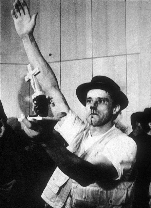 Йозеф Бойс. Фотография перформанса на Fluxusfestival. 1964
