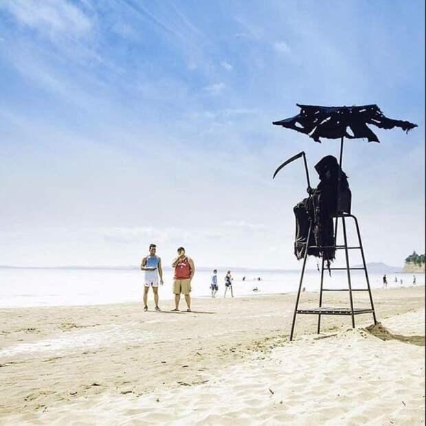 На пляже США