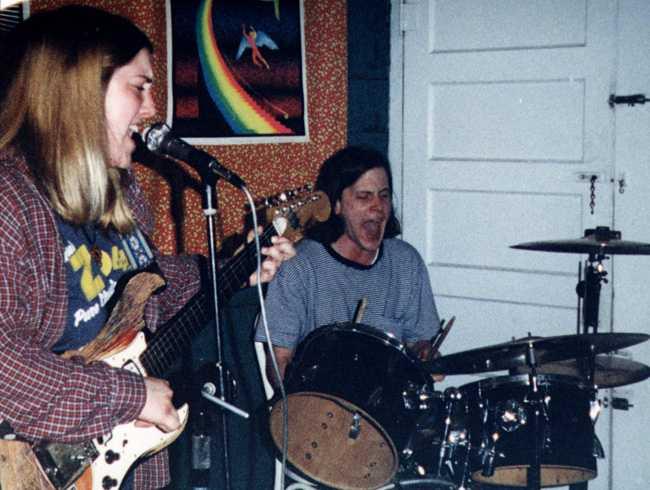 Пейдж Дирмен и Джефф Мэнгам в Растоне, 1993 год. Взято изNeutral Milk Hotel Image Archive