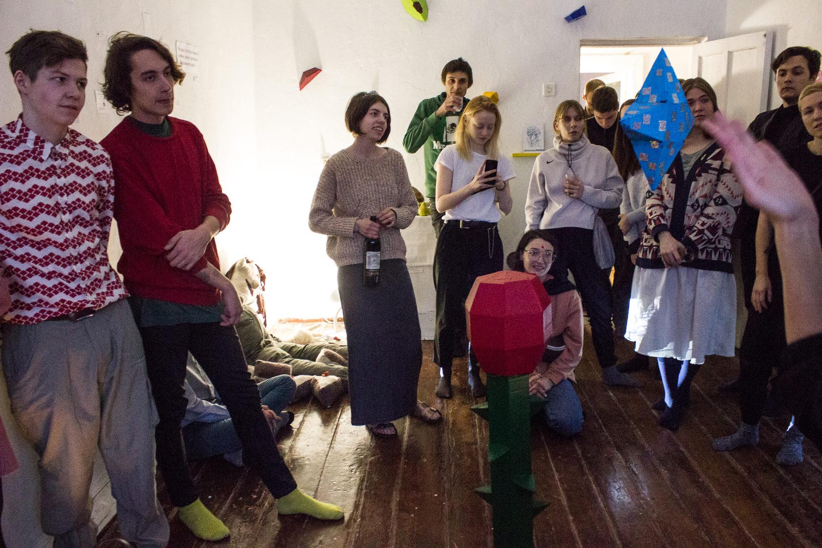 Выставка-повод, выставка-праздник 10 марта 2018 в коммуне «на дне» на улице Горького, Новосибирск.