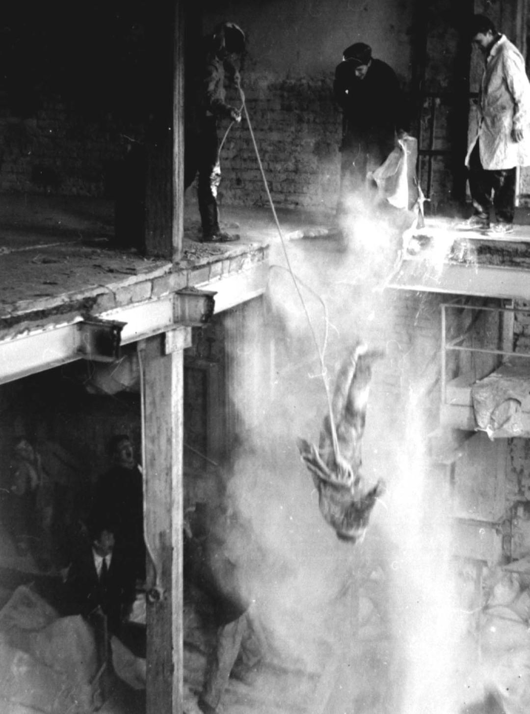 Евгений Юфит, Некрореалисты сбрасывают Зураба, Ленинград, 1983