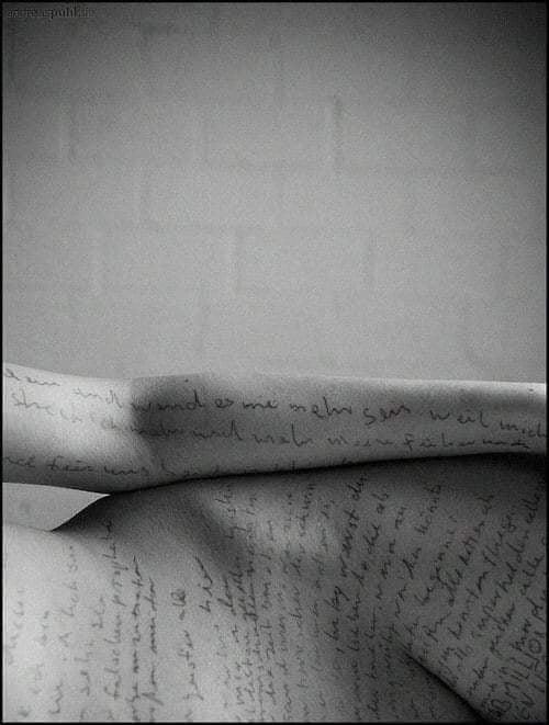 В этой поэтической подборке - вопросы и ответы мэйнстриму этически стерильных перформаторов (выражаясь языком Батлер) от