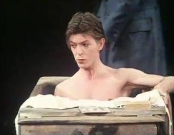 """Дэвид Боуи в постановке """"Человека-слона"""" (1980 год)."""