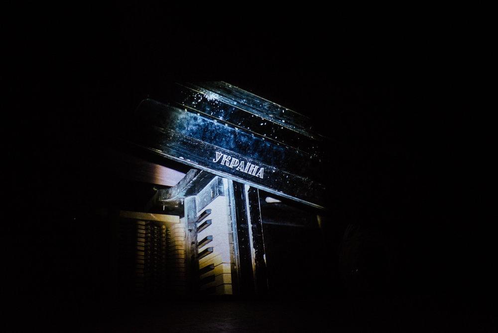 """Фото: экспозиция выставки Антона Саенко """"Полоса"""". Автор: Наталка Дяченко"""