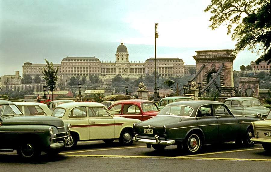 Частные автомобили в центре Будапешта. 1960-1970-е гг.