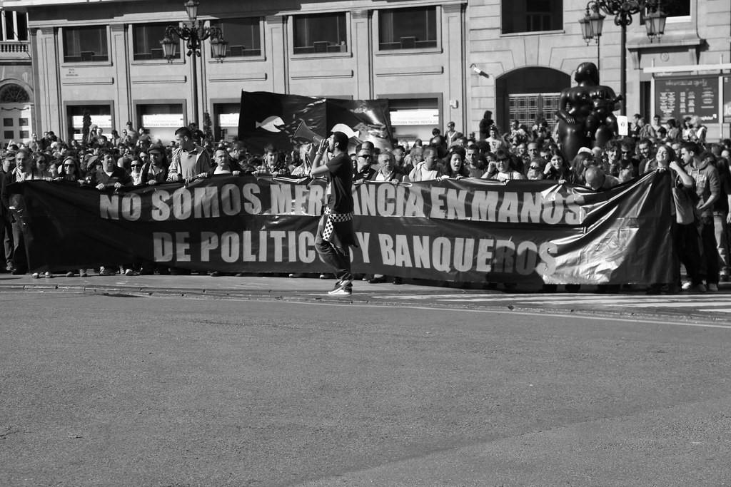 «Мы не товар в руках политиков и банкиров». Овьедо, Испания, 15 мая 2011.