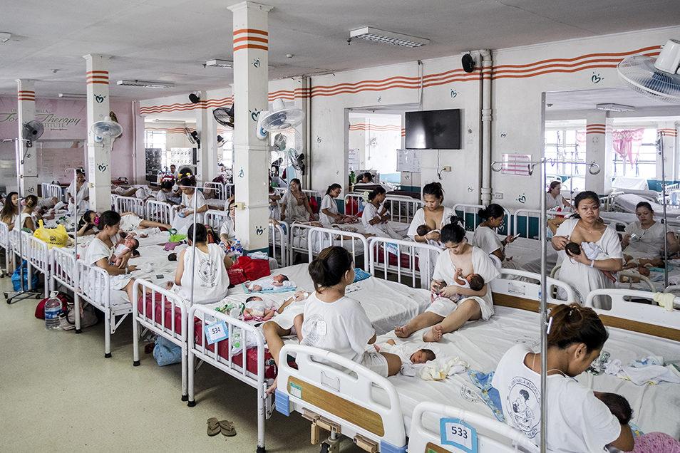 В послеродовой палате больницы Фабелла женщинам рекомендуется находиться не более 24 часов. Иногда четырем женщинам прихо