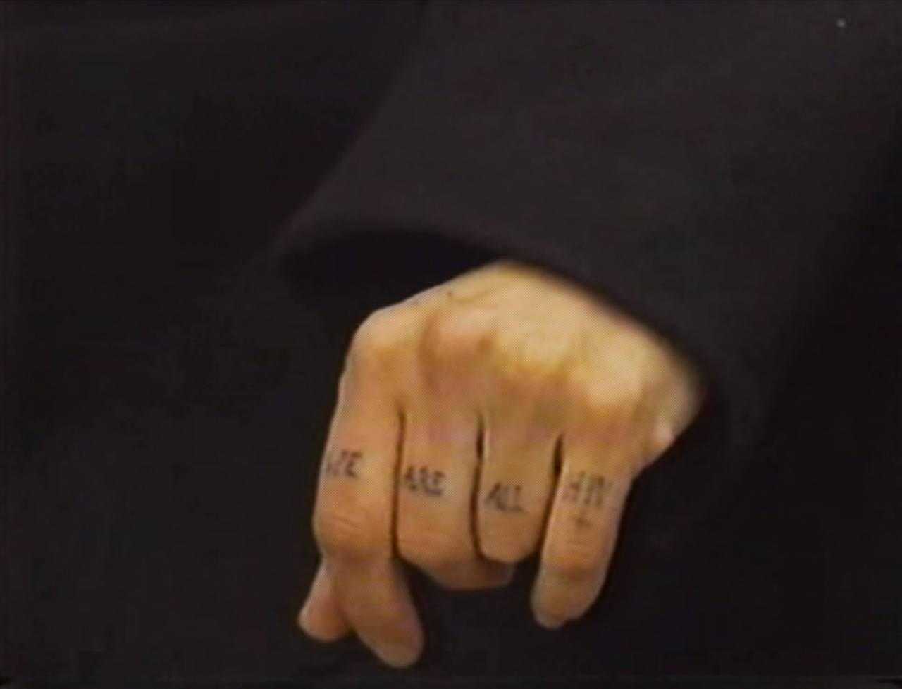 """Рука Диаманды Галас с татуировкой """"Мы все ВИЧ-положительны"""""""