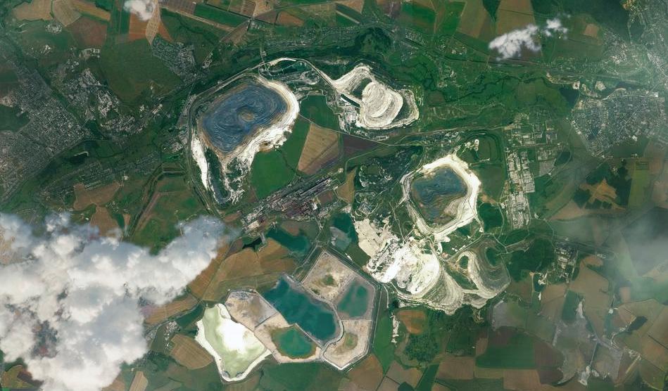 Карьеры по добыче железной руды на территории Курской магнитной аномалии. Принадлежат компании USM Алишера Усманова. Фото