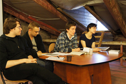 <b>К. Корчагин, Н. Сафонов, П. Арсеньев и Е. Суслова</b> на презентации [Т] на чердаке <b>Центра Андрея Белого</b>