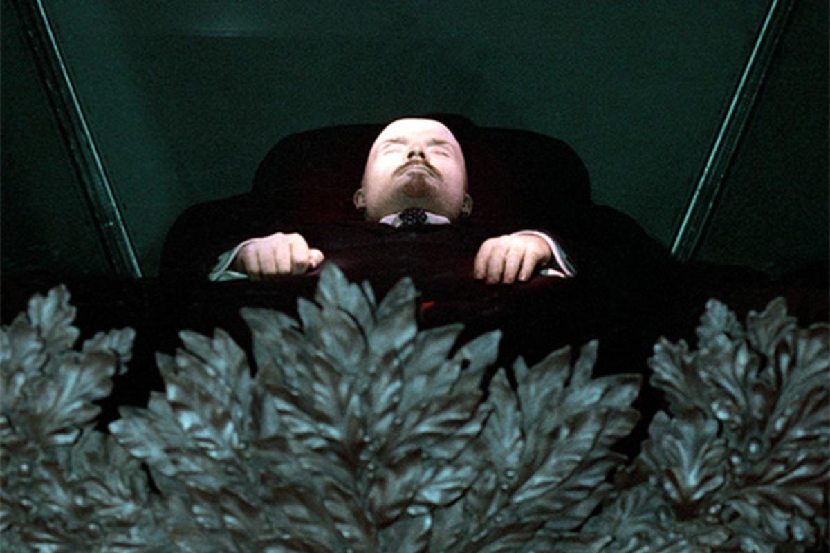 Бальзамированное тело Владимира Ленина в траурном зале Мавзолея. Фото Олег Ласточкин © РИА Новости
