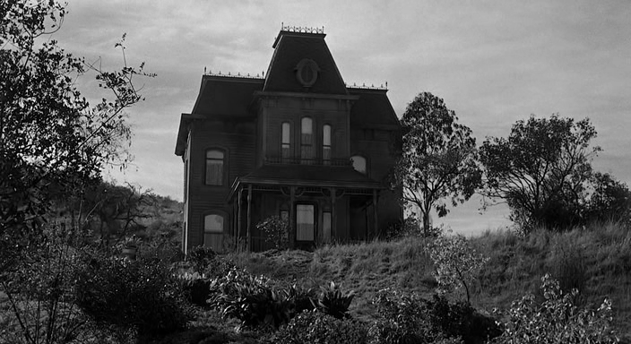 Зловещий дом Бейтсов на холме