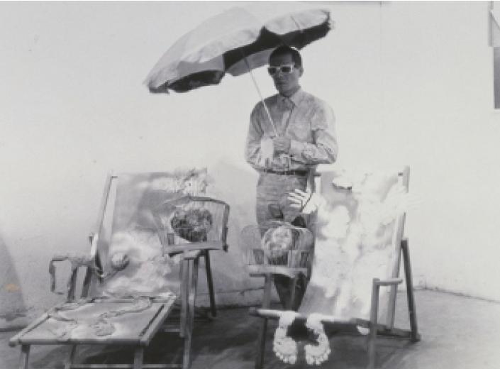 Куда во время исполнения перформанса со своей работой«Ваш Портрет». 1966 год. Courtesy:https://tinyurl.com/yc5gyt4t