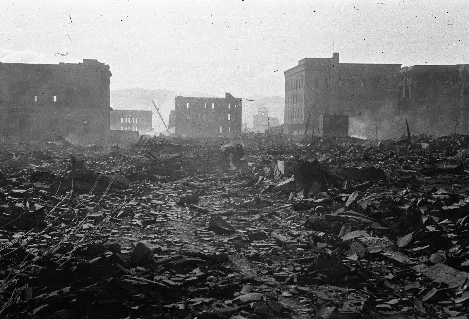 Мицуги Кисида. Хиросима. 500 метров от центра взрыва. 7 августа, 1945 год. Courtesy:https://tinyurl.com/uzdnkfn