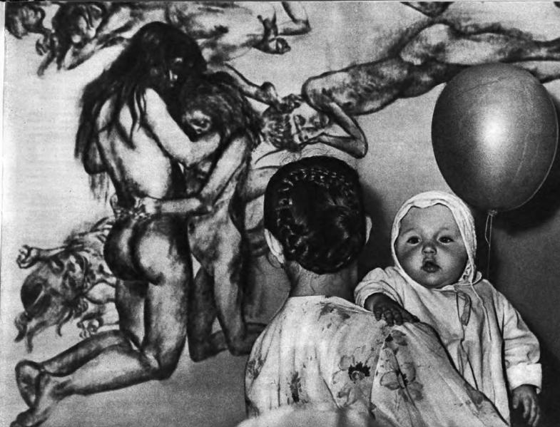 """Посетители на выставке в ЦПКиО имени Горького, 1959 год. Фрагмент панно """"Юноши и девушки"""" 1951 года.Фото: И. Тункель."""