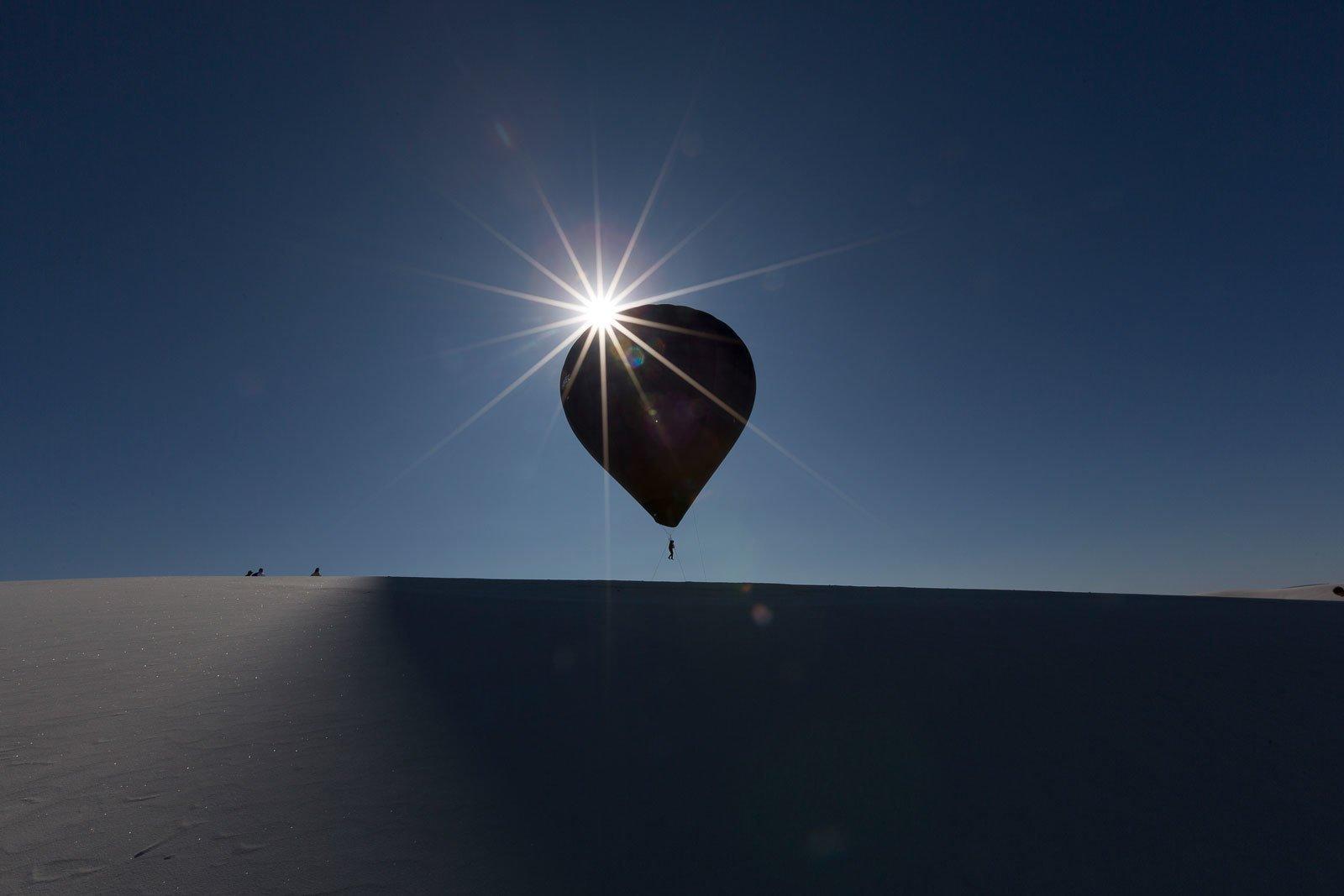 Полет человека, осуществленный как часть проекта «Аэроцен» в Уайт-Сэндсе, Нью-Мексико, США. 2015. В рамках выставки Terri