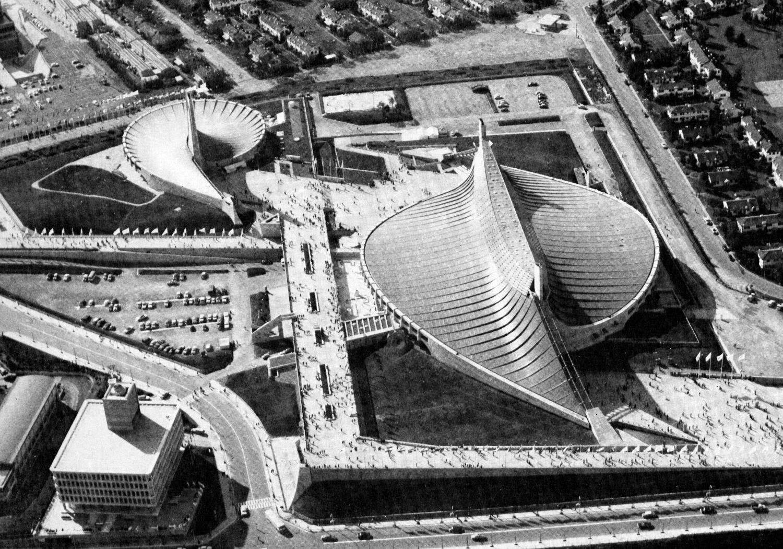 В Ёёги удачно сочетаются элементы западного модернизма с японской традицией: изогнутая форма крыши напоминает пагоду