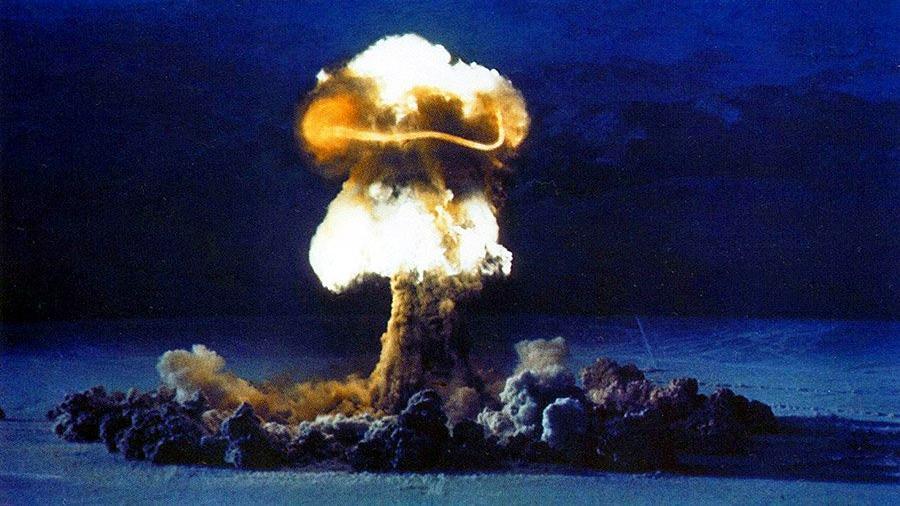 Многие страны могли бы создать ядерное оружие. Но реально создают его лишь некоторые.
