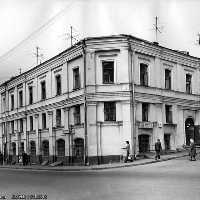 Вид с угла Хитровской площади