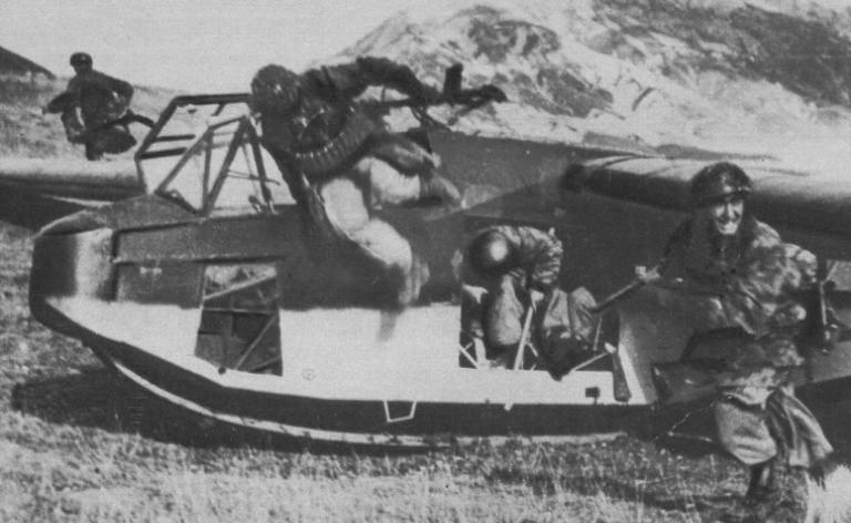 Начало наземной операции после приземления на планерах