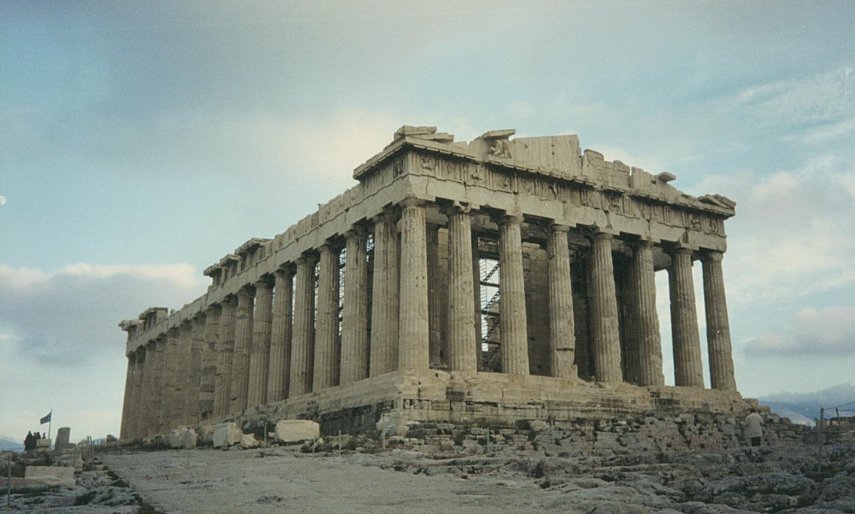 Вот так выглядит классический периптер. Это храм Парфенон на афинском Акрополе