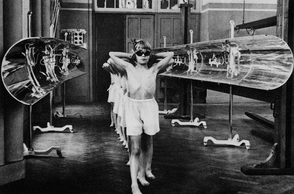 Французские дети на сеансе гелиотерапии, 1937