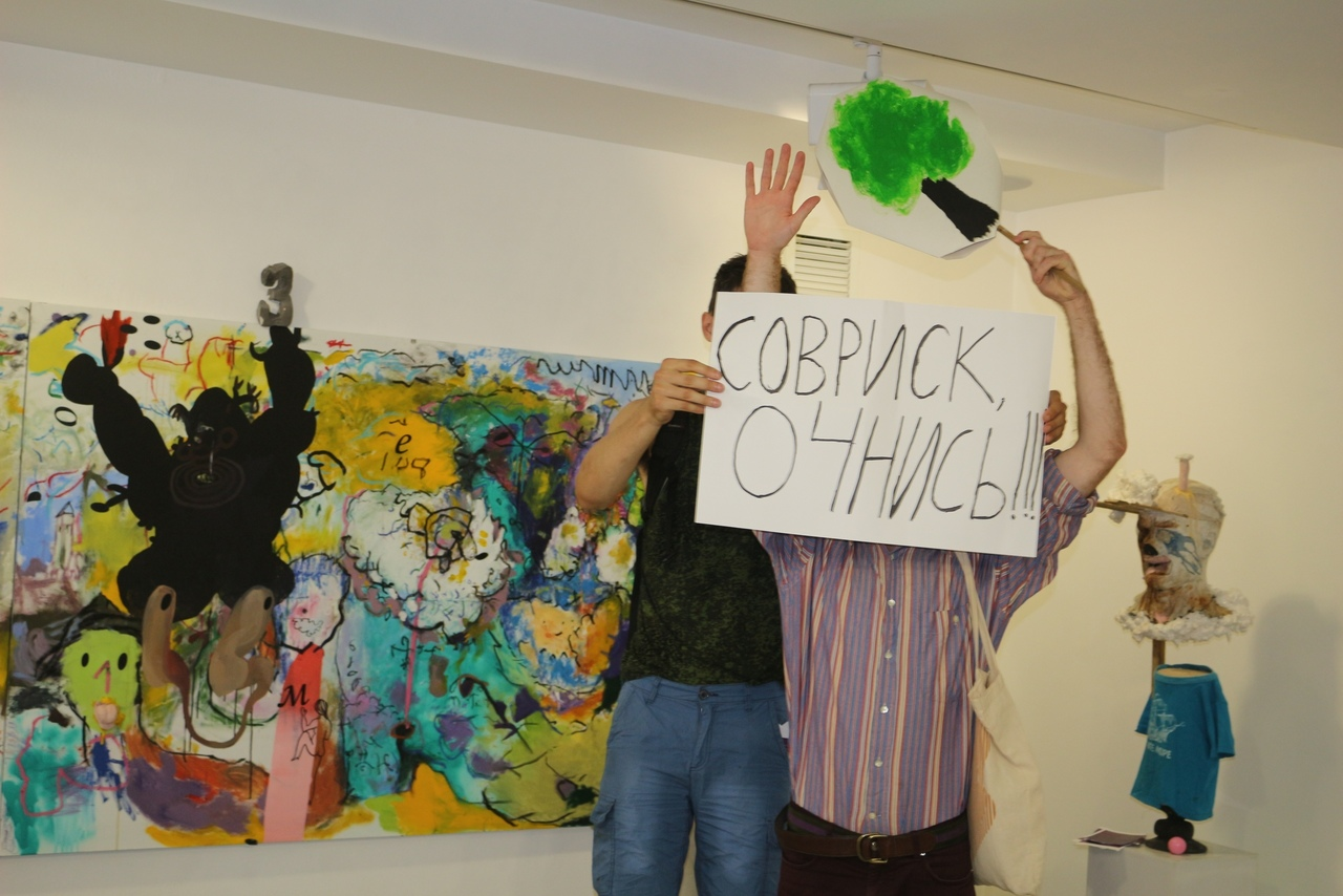 Интервенция петербургских художников и местных активистов на вернисаж выставки группы «Север-7» в Anna Nova. 26 июля 2019