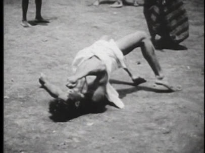 [12:50]Нормальная скорость. Тут мужчины с кинжалами, и они, в отличие от женщин, часто падают на землю. Вы видите, как и