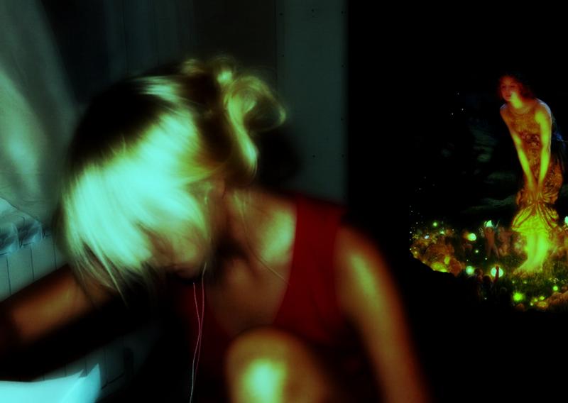 В рамках картины Эдварда Роберта Хьюза «Midsummer Eve» и фотоизображения поэтессы Екатерины Захаркив.