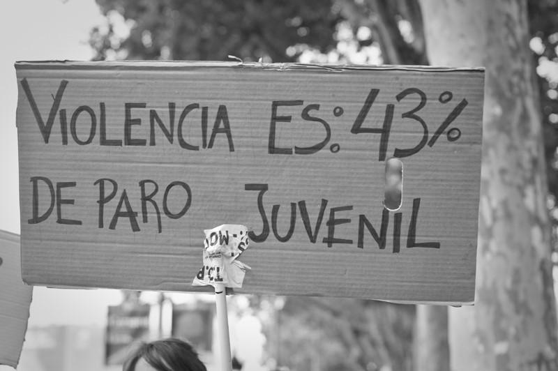 «Насилие — это 43% безработных среди молодежи». Барселона, Испания, 19 июня 2011.