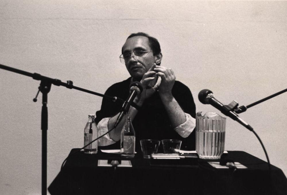 Аркадий Драгомощенко на чтениях в Нью Лэнгтон «Артс-центр». Сан-Франциско, 1988. Мартин Кокс