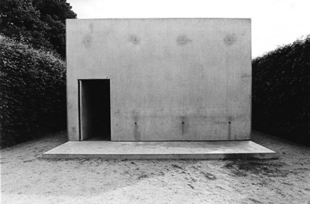 Розмари Трокель, Карстен Хёллер. «Дом для свиней и людей», 1997.