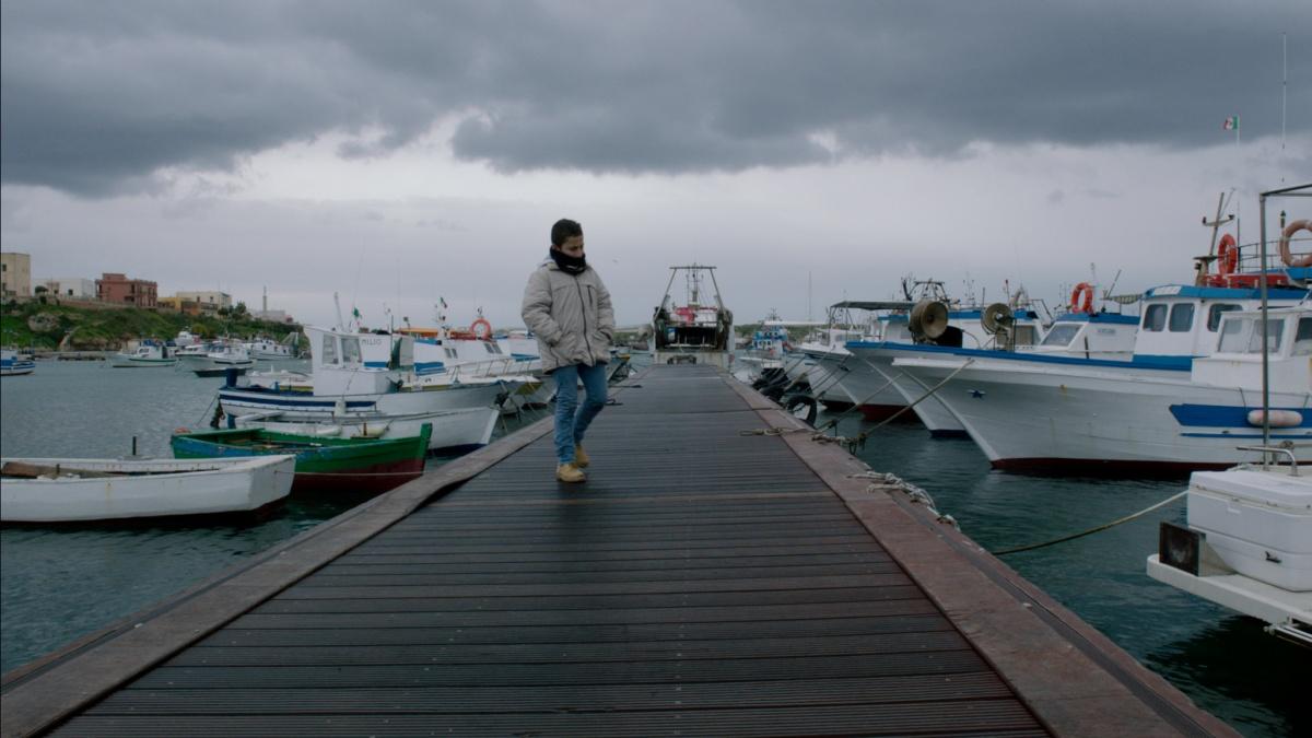 кадр из фильма«Море в огне», реж. Джанфранко Рози