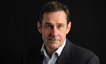 Пол Мейсон — независимый британский журналист и писатель. Был редактором и обозревателем на телеканалах Channel 4 News и