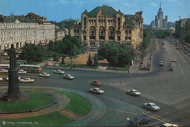 Площадь Дзержинского. Вид из универмага «Детский Мир», 1979